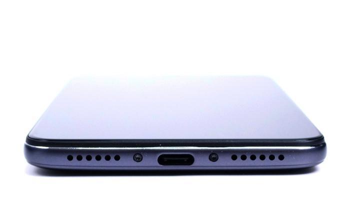 Xiaomi Pocophone F1накачественных фото + спецификации
