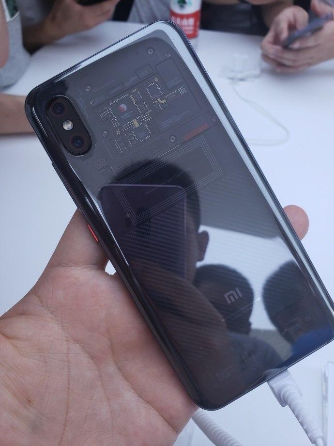 Задняя крышка Xiaomi Mi8 EEнесовсем прозрачная насамом деле