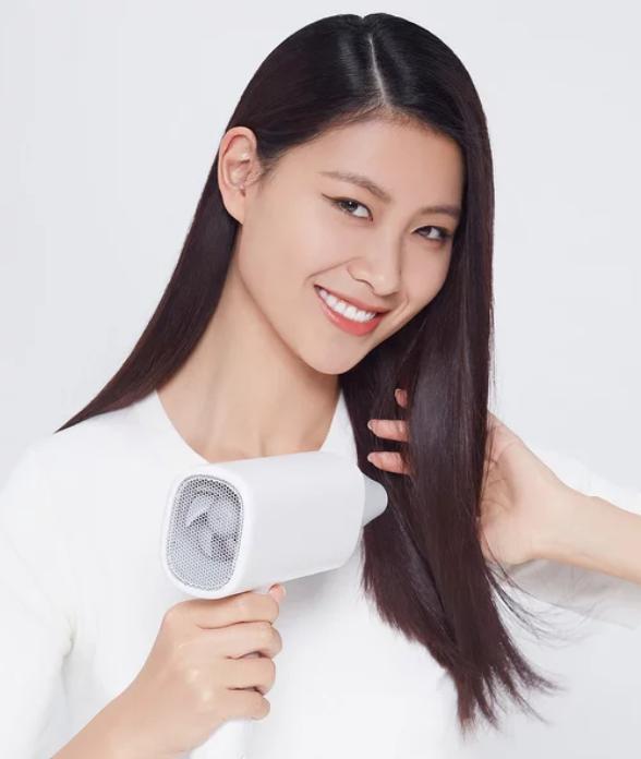 Высушить волосы можно вместе сXiaomi SMATE Hair dryer — просто купите фен